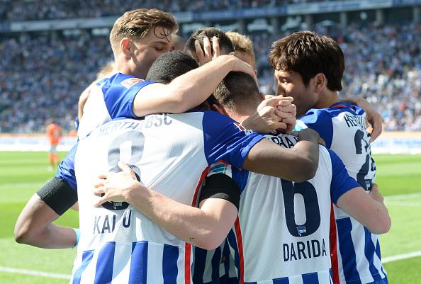 Teammates celebrate Vladimir Darida's opening goal. | Photo: Getty Images