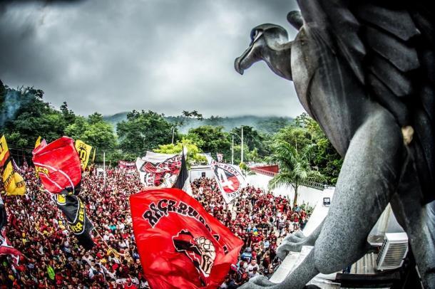 Foto de la afición del Mengão despidiendo a su equipo antes de partir a Lima / Foto: @Flamengo