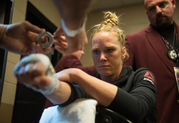 The champion Holly Holm prepares | Photo: UFC