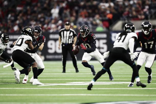 DeAndre Hopkins volvió a ser decisivo con 147 yardas aéreas y es la principal esperanza de los Texans.