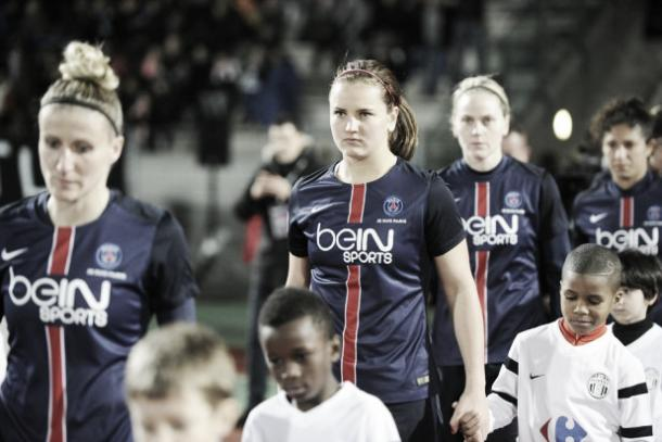 Lindsey Horan enters the pitch with her PSG teammates for the game against Juvisy (Psg.fr)