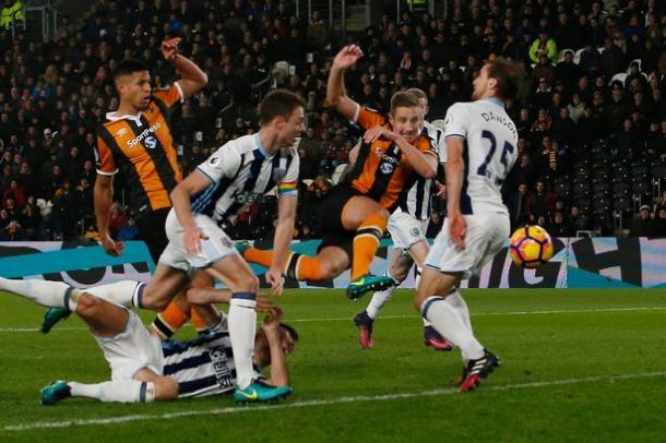 Dawson hizo el tanto del empate. Foto: Premier League
