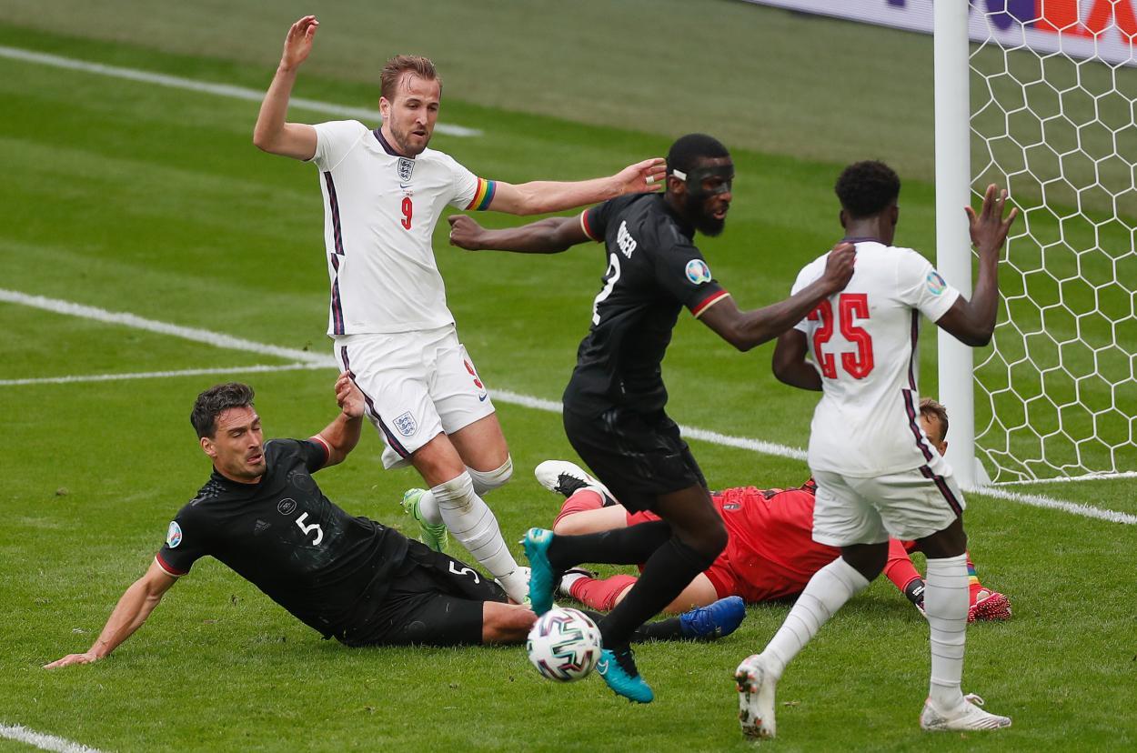 Hummels salva el gol de Kane   Imagen: UEFA