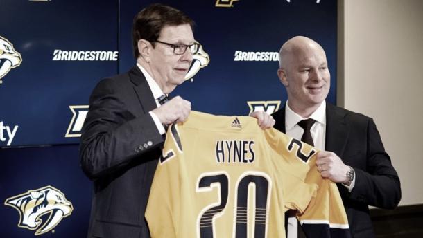 Hynes durante su presentación | NHL.com