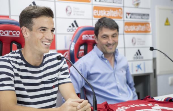 Iñigo Pérez, presentado como nuevo jugador rojillo. Foto tomada de www.osasuna.es
