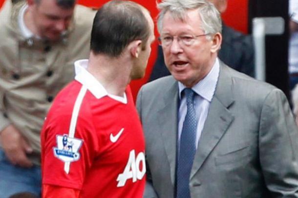 Ferguson da instrucciones a Rooney. Foto: Premier League