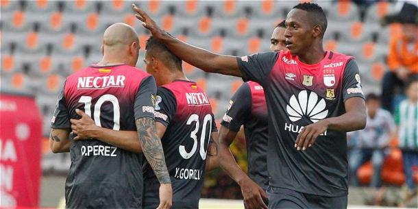 Sante Fe llegó a los 34 puntos gracias a Yerri Mina. | Foto: Futbolred
