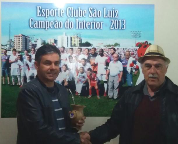 Paulo Henrique Marques ao lado do presidente do clube, Pedro Pittol (Foto: Divulgação / São Luiz)