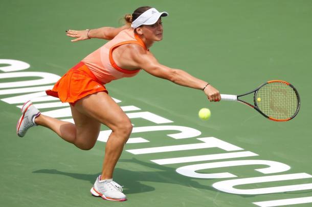 Ana Bogdan retrieves a shot | Photo: Connecticut Open