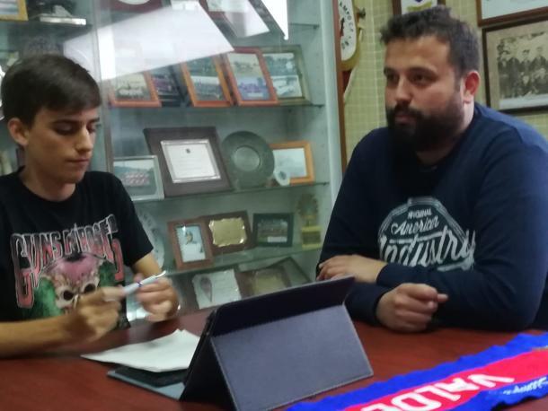 Macario respondiendo a las preguntas. | Imagen: Pelayo Rodríguez.