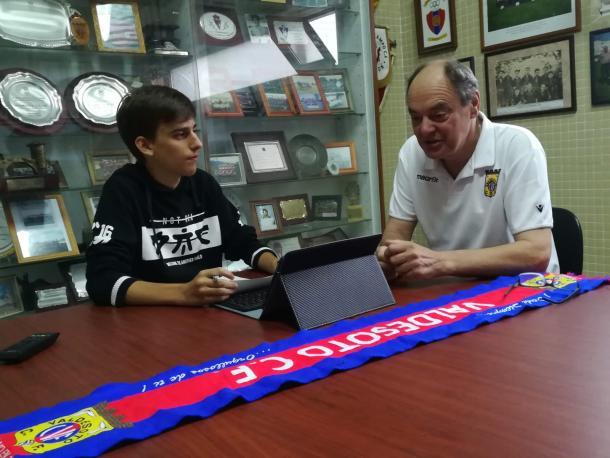 Vicepresidente del Valdesoto respondiendo a las preguntas. | Imagen: Pelayo Rodríguez.