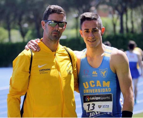 Sergio junto a su entrenador Juan Carlos Abellán.