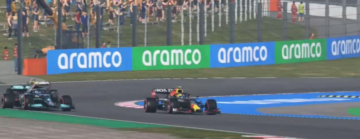 El red Bull en plena lucha por la victoria con el mercedes: Foto Liga Panamericana F1