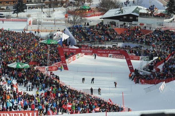 Tifo da stadio anche oggi. Sono più di 30.000 gli spettatori appassionati accalcatisi per vedere lo slalom speciale.