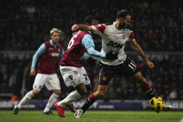 Giggs aún era jugador del United. Foto:BPL.