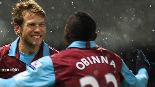 Spector celebrando su doblete. Foto:West Ham.