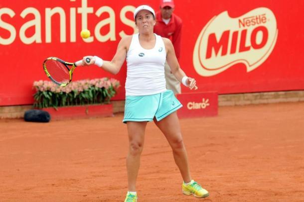 Irina Falconi hits a forehand in the final of the Claro Open Colsanitas in Bogota/Claro Open Colsanitas