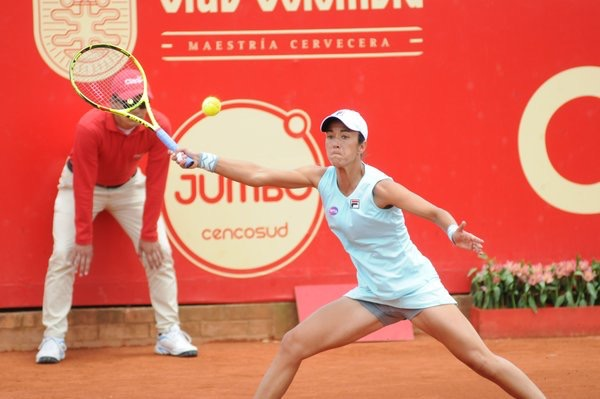 Silvia Soler-Espinosa slides into a forehand in the final of the Claro Open Colsanitas in Bogota/Claro Open Colsanitas