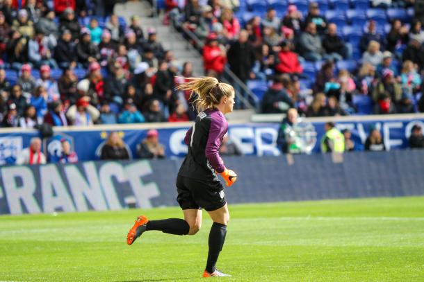 Alyssa Naeher's two crucial saves kept the game tied against France | Source: Cindy Lara - VAVEL USA