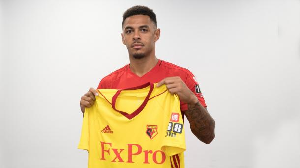 Gray posando con la camiseta del Watford | Imagen: Watford FC