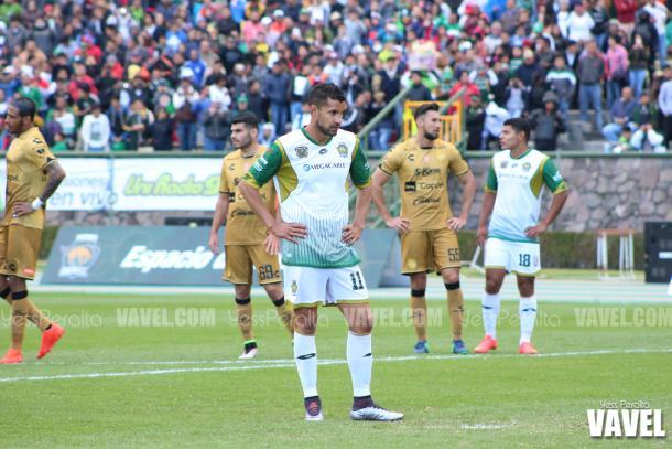 Tony López concentrado antes de tirar el penal que le daría a Potros la ventaja de 2-0