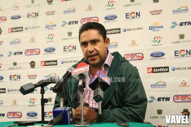Omar Ramírez en su última conferencia de prensa del año en el Chivo Cordova