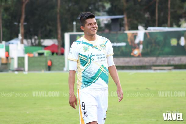 Dante Osorio después del festejo de su gol.