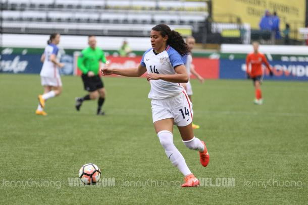 US defender Alana Cook from Stanford at the Portland Invitational in motion with the ball against Houston Dash. | Source: Jenny Chuang - VAVEL USA