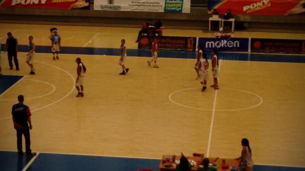Último cuarto del juego en disputa. Foto: Juan Pablo Ramírez