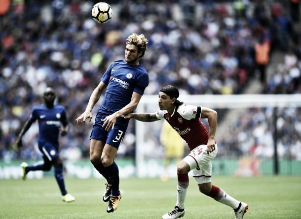 Alonso y Bellerin, el duelo que más se repitió durante este primer tiempo | Foto: Chelsea Twitter
