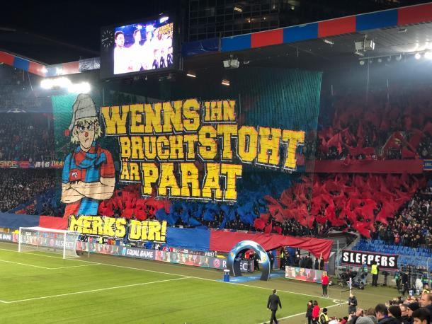 Tifo de los aficionados del Basilea. Foto: Web del Basilea.
