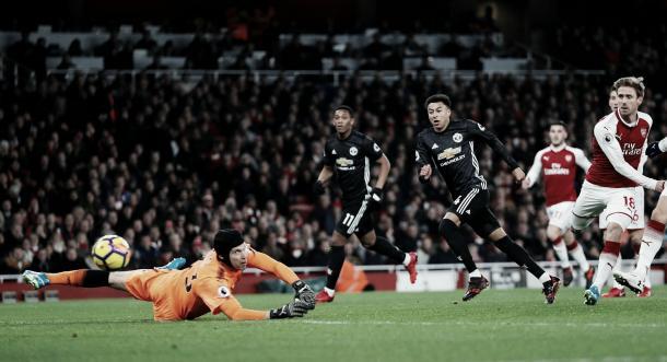 Lingard define cerca del poste derecho y Cech solo puede mirar | Foto: Premier League