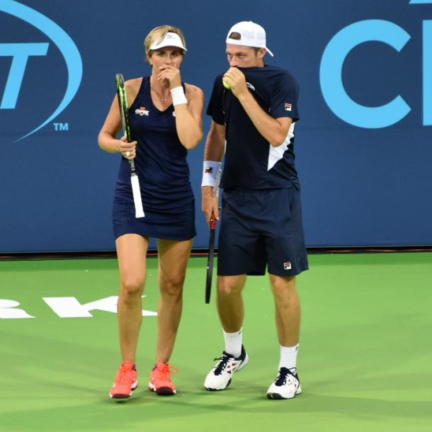 Martinez Sanchez (l.) and Skupski (r.) discuss strategy during their mixed doubles match for the Empire/Photo: John Lupo/VAVEL UK