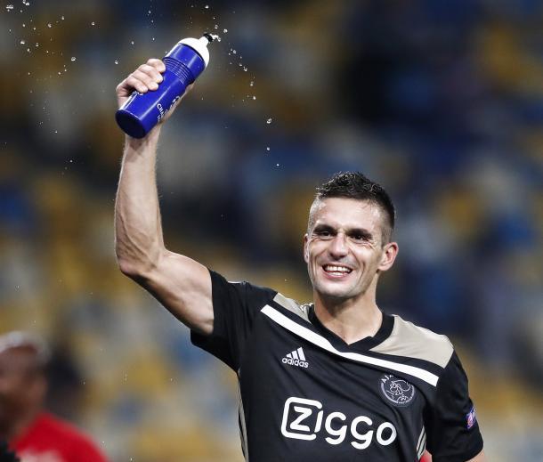 Miembro del AFC Ajax celebrando el pase | Foto: AFC Ajax