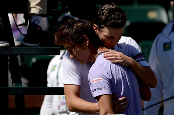 Kecmanovic consolando a Nishioka, quien se tuvo que retira. Foto: BNP Paribas Open