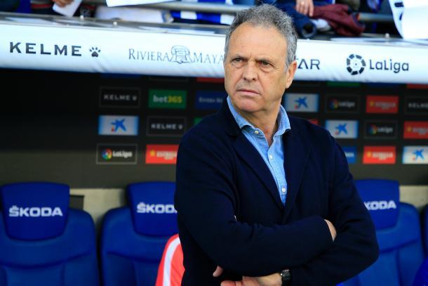 Caparrós volvía a sentarse en el banquillo del Sevilla. Foto: Twitter del Sevilla FC.