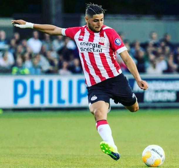 'El Tigre' Romero en plena acción en el PSV de Holanda. | Fuente: Twitter.