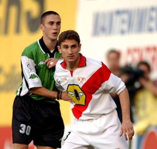 Graff disputando un partido contra el Racing de Santander con el Rayo Vallecano. | Fuente: Rayo Vallecano S.A.D.