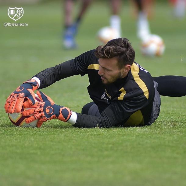 Stole Dimitrievski en un entrenamiento con el Rayo Vallecano. | Fuente: Rayo Vallecano S.A.D.