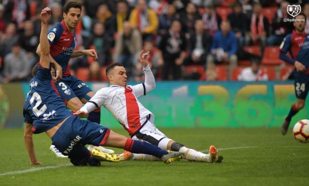 Raúl de Tomás durante el Rayo-Huesca de la pasada temporada. | Foto: Rayo Vallecano S.A.D.