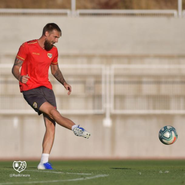 Esteban Saveljich durante un entrenamiento con el Rayo Vallecano. | Foto: Rayo Vallecano S.A.D.