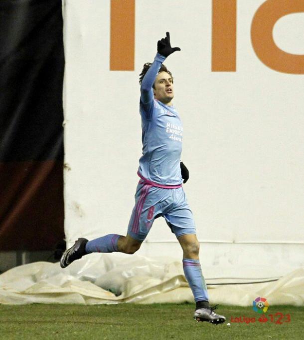 Sangalli celebrando el gol que daría el triunfo al Mirandés en Vallecas. | Foto: LaLiga