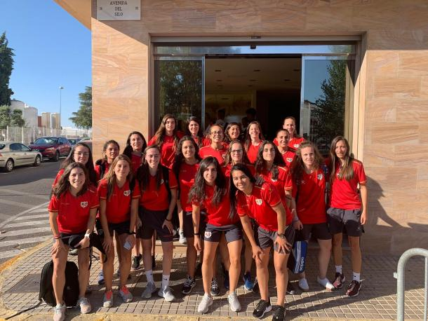 Las jugadoras del Rayo Vallecano Femenino a su llegada a Córdoba. | Foto: Rayo Vallecano S.A.D.
