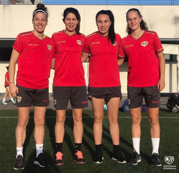 Chule posando junto a sus nuevas compañeras Carla Guerrero, Camila Sáez y Eva Alonso.