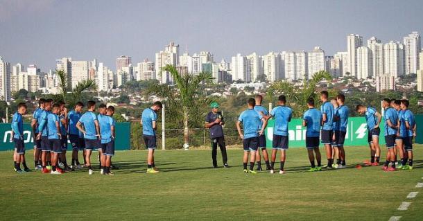 Ney Franco conseguiu ajeitar bem a defesa nos últimos dois jogos (Foto: Reprodução/Goiás EC)
