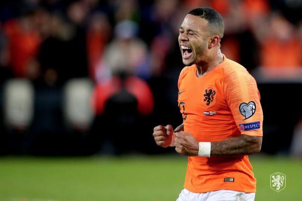 Depay foi fundamental para a virada no segundo tempo com dois gols (Foto: Reprodução/Uefa)