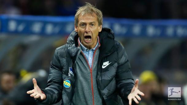Jogo também marcou a estreia de Jürgen Klinsmann (Foto: Reprodução/Bundesliga)
