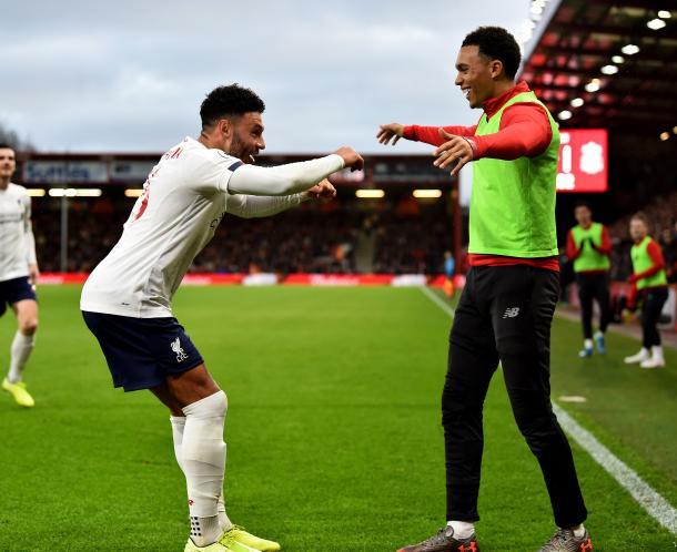 Oxlade-Chamberlain celebra con su compañero Arnold | Liverpool FC