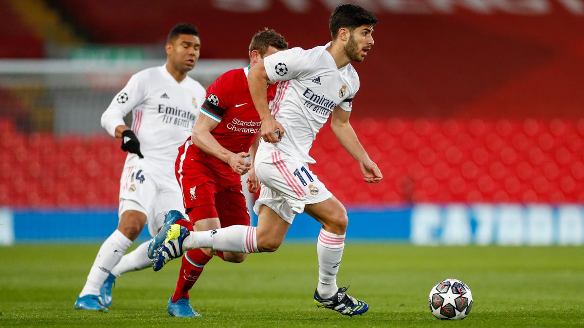 Asensio conduce el balón frente al Liverpool. |Foto: @realmadrid