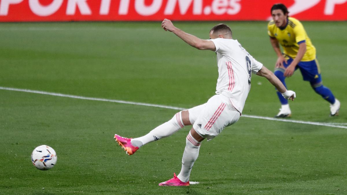 Benzema lanza un penalti frente al Cadiz la pasada jornada de LaLiga. |Foto: @realmadrid